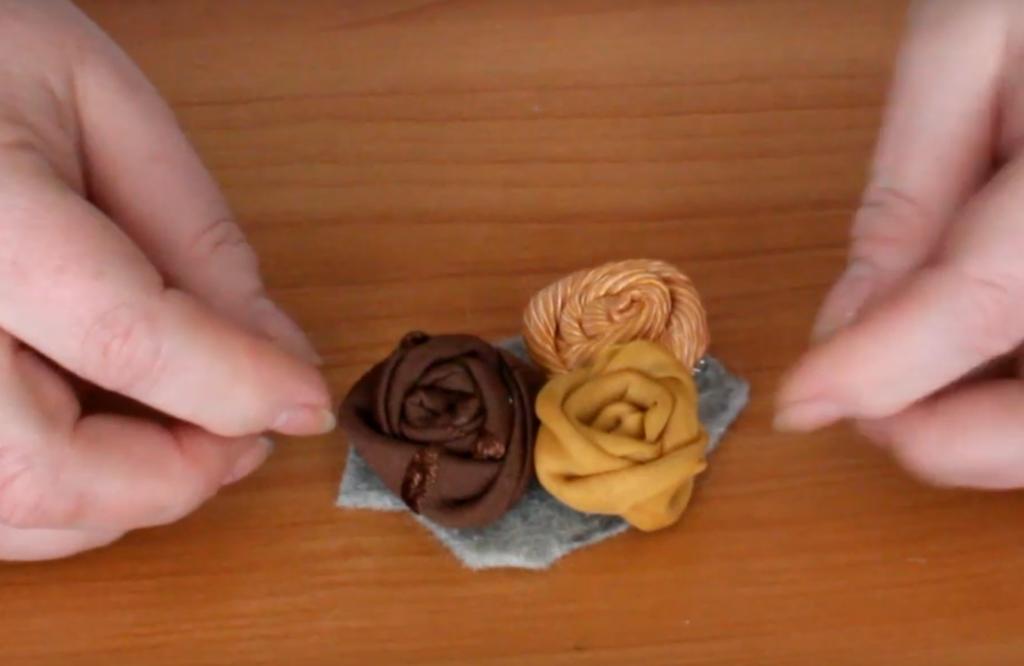 Изготовление броши из ткани методом скручивания